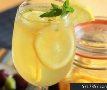 喝柠檬蜂蜜水的好处和坏处